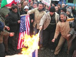 Gazze Katliamını Protesto Eden Kamyoncular, İsrail ve ABD Bayrağı Yaktı